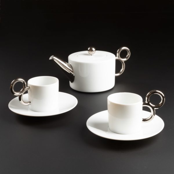 Tea time with the porcelain collection Maniériste made in France in Limoges - Porcelaine de Limoges, l'heure du thé avec la collection Maniériste, théière et tasse à thé.