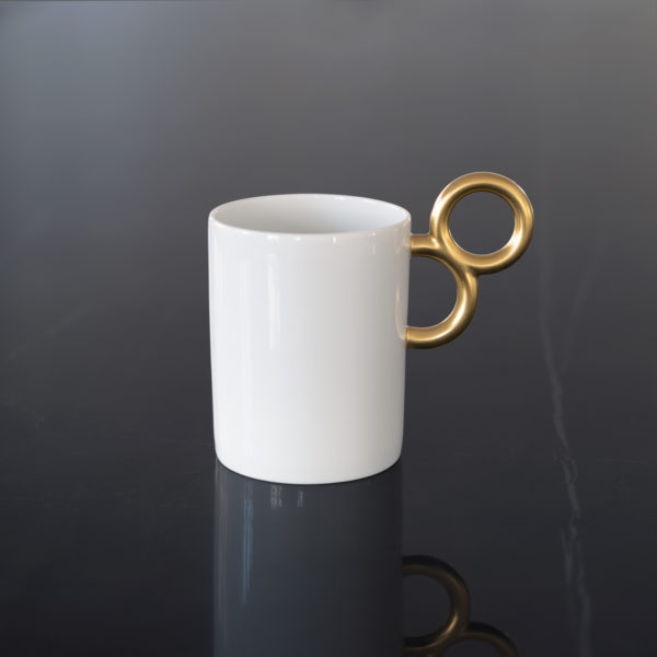 Le mug Maniériste en porcelaine de Limoges avec décor en or mat associe originalité, élégance et luxe - luxury and original design for the fine china Maniériste mug with matt gold gilding made in France.